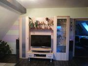 modernes wohnzimmerset bestehend aus Wohnwand
