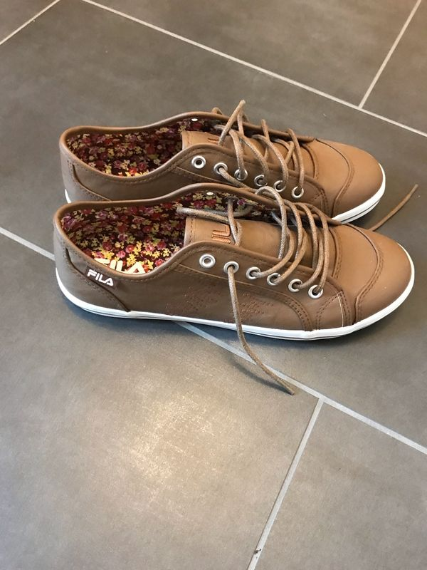 neue Sneakers Größe 39