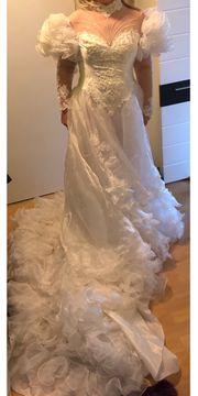 San Martin Hochzeitskleid mit Haarschmuck