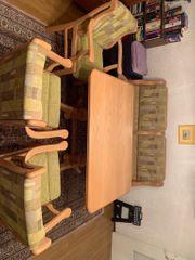 Ausziehbarer Esstisch mit Sitzgruppe