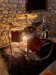 Schlagzeuger sucht Musiker innen