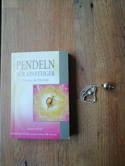 Pendel mit Buch
