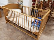 Baby-Bett neuwertig mit Matratze Decke