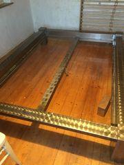Bett mit schönem Metallrahmen 140x200
