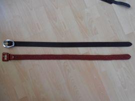 Damenbekleidung - 2 neue Gürtel schwarz rot