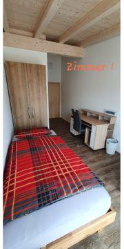 Drei Einzelzimmer Bad mit Gemeinschaftsküche