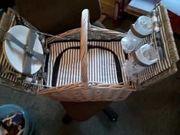Picknickkorb aus Weide mit Kühltasche