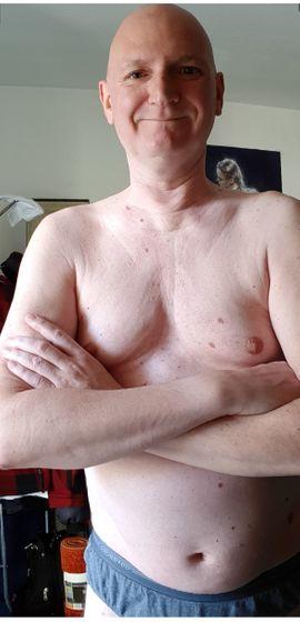 Nackt Putzen Mann