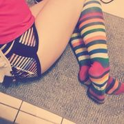 girl verkauft Socken
