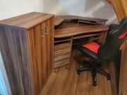 Eck-Schreibtisch mit Drehstuhl