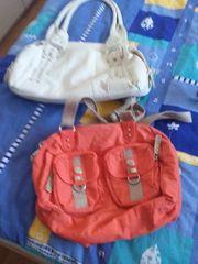 Verschiedene Taschen und Rucksäcke