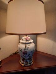 Schöne Porzellanlampe