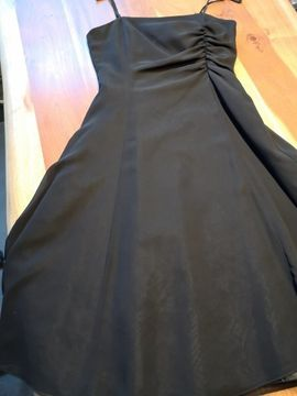 Festliche Abendbekleidung, Damen und Herren - festliches Kleid