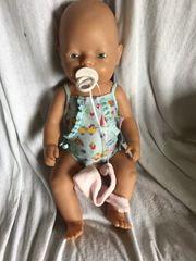 Baby Born Puppe mit viel