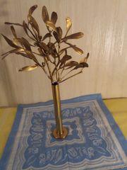 Vergoldete Vase und Blätter Strauss