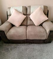 2-Sitzer-Sofa und 2 Sessel