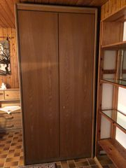 Holz Kleiderschrank