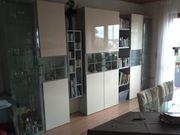 Wohnwand mit CD und Bücherregal