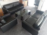 2 Sofas und Sessel in