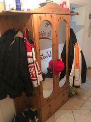 Garderobenschrank mit Spiegeltüren