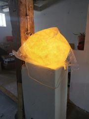 Lampe in Sandstein-Optik