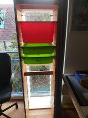 Ikea-Trofast-Regal mit verschiedenen Kisten Vollholz