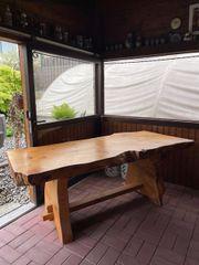Massiver Holztisch