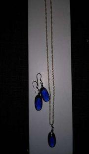 Halskette mit passenden Ohrringen