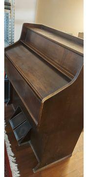 Schöne alte Orgel oder Harmonium