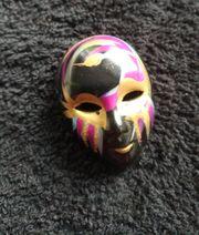 Brosche Maske handbemalt - schwarz Keramik