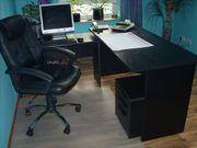 Büromöbel aus schwarzem Holz