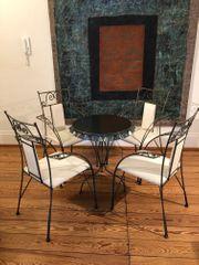 4 Designer Metall-Stühle und Tisch