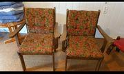 2 alte Massivholz Stühle