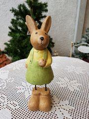 Neuwertige kunsthandwerkliche Osterhäsin Linda