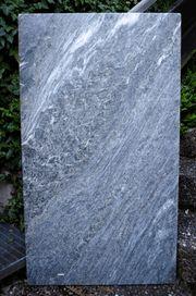 Schöne Marmorplatte für den Gartentisch