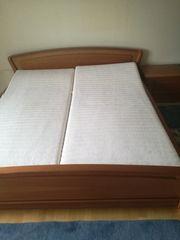 Robustes Bett mit Nachtkästchen Kommode