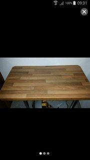 Kleiner Tisch für Innen und