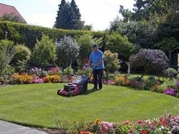 Wir machen Gartenarbeiten