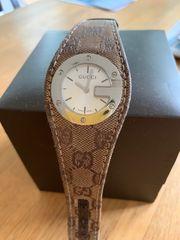 gebrauchte Gucci Uhr mit Stoffarmband