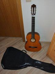 Gitarre mit blauer Tasche