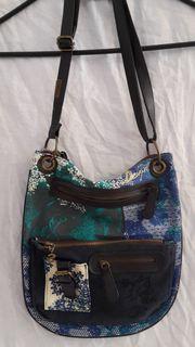 Tolle Handtasche von Desigual in Blau-Schwarz