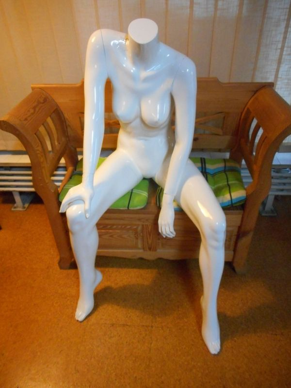D - Schaufensterpuppe sitzend liegend Kleiderständer