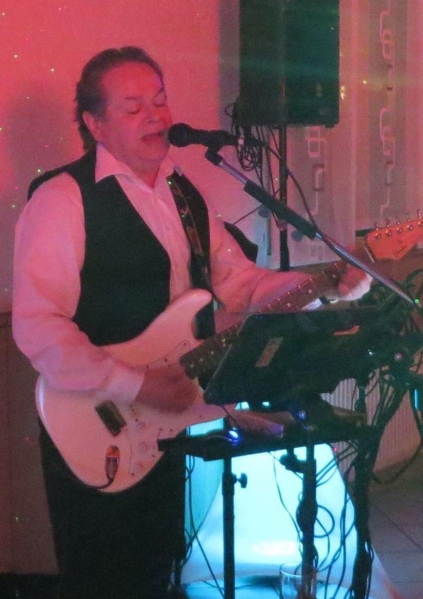 Gitarrist mit Gesang