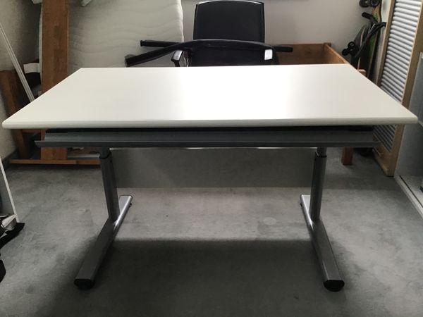 Schreibtisch von PAIDI