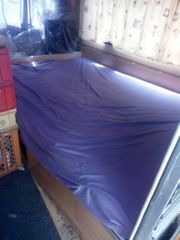 Schlafmöglichkeit im Wohnwagen für Frau