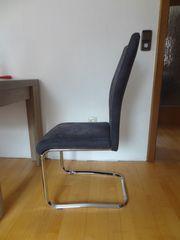 Vier Stühle Swinger Tisch gut