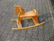 Äteres Holz - Schaukelpferd mit Gebrauchsspuren