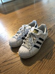 Sneaker in sehr gutem Zustand