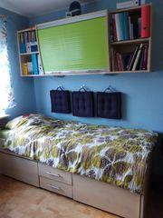 Jugendbett mit Überbau