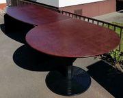 Schreibtisch mit rundem Besprechnungsanbau